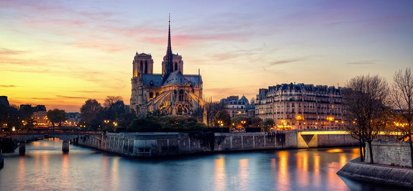 Notre-Dame et l'île de la Cité, berceau historique de Paris.